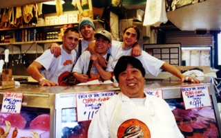 Fiskehandlerne i Pike Place Fish, Seattle