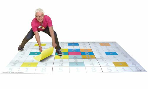 IDEKU MAX tablet size 70 X 114 cm for magnetic mounting. Use it for team ideas in your meeting room. Formulate your topic right in the middle. Surround it by 8 directions. Move these 8 and repeat. Systemize all your ideas with the IDEKU form.