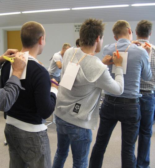 'Praise on back' is an outstanding method for testing a series of ways of praising each other in the team.